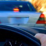 Őrültek az utakon! – A büntetőfékezés jelensége